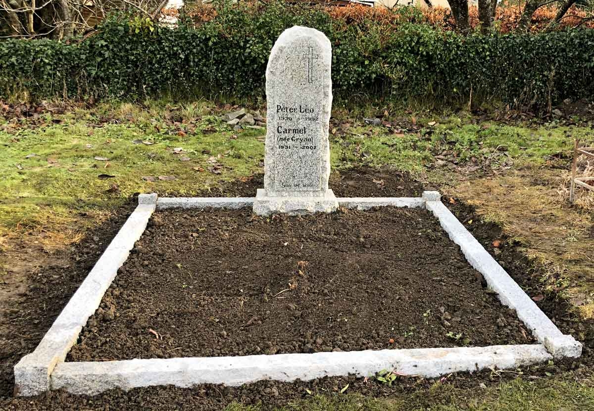 Natural-Pitched-Granite-Headstone-and-Surround